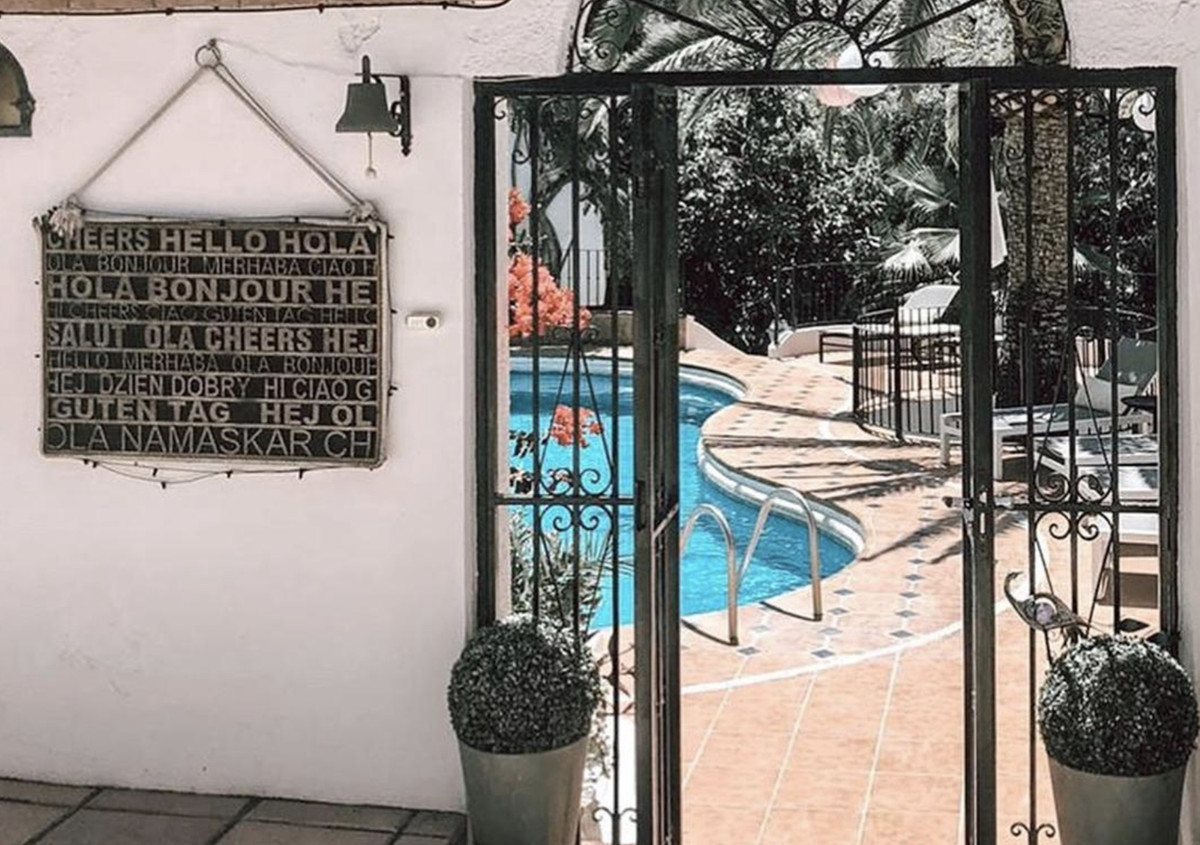 Bed & breakfast in operation located in a quiet area, surrounded by green areas and less than 5 , Spain