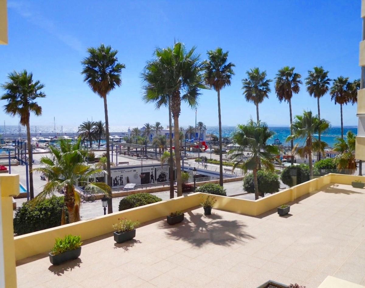 Magnificent studio in the Paseo Maritimo of Marbella, in front of the Puerto Deportivo located in a ,Spain