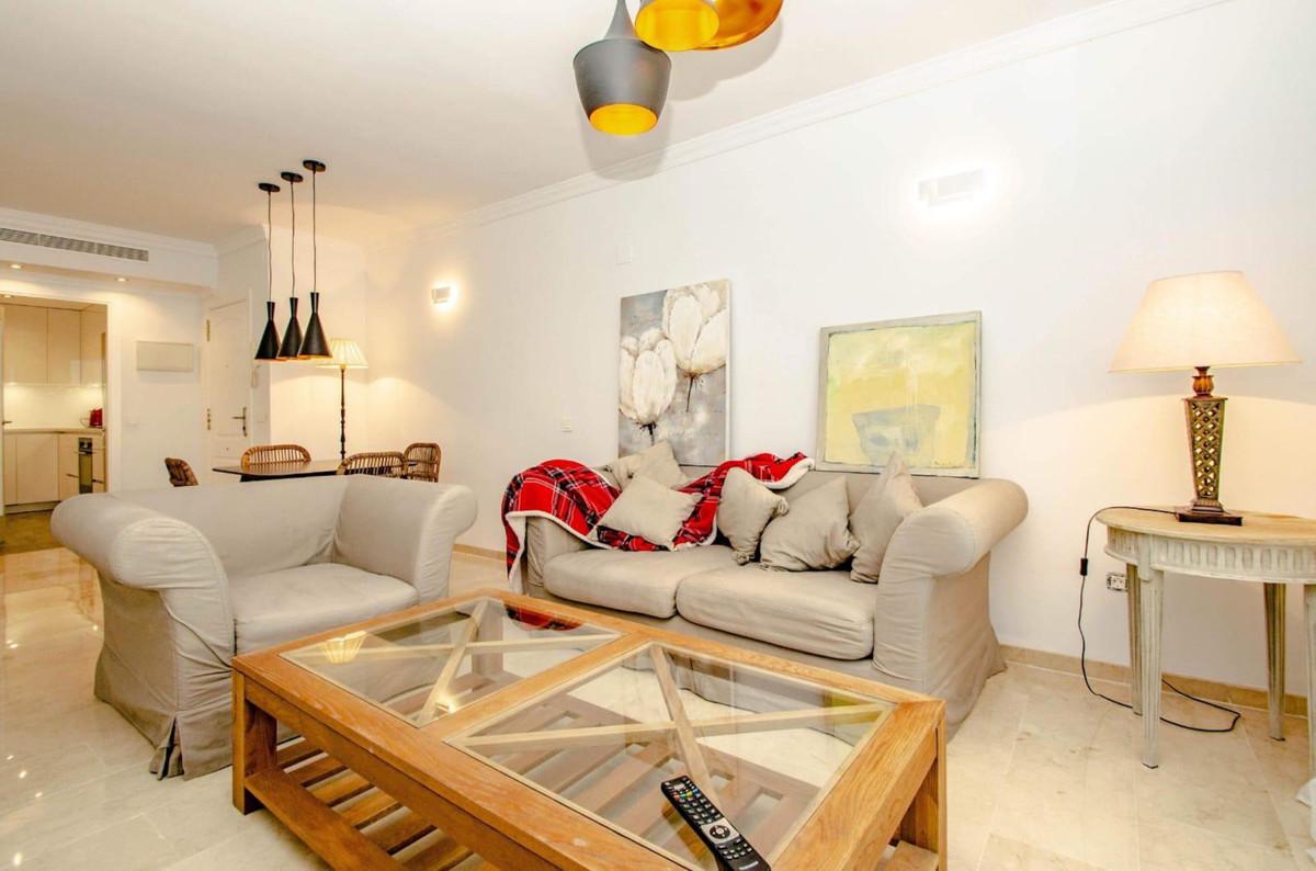 Apartamento Planta Media en Venta en Puerto Banús – R3454876