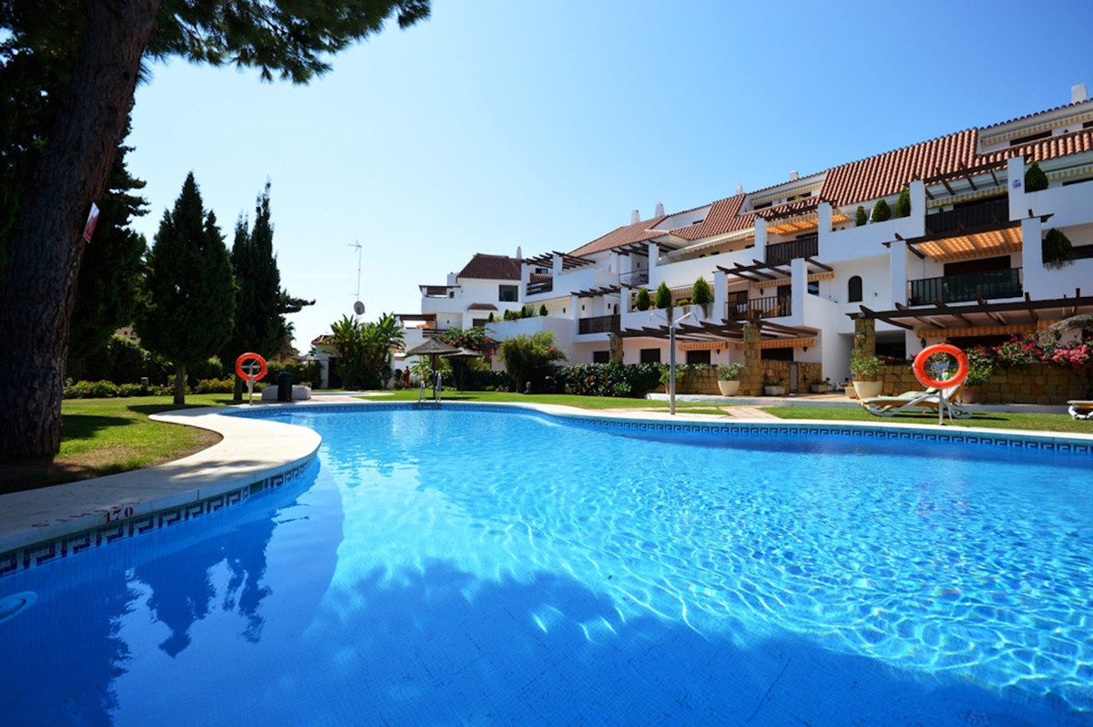 Fantastic apartment in the exclusive Golden Mile, with 24H security, concierge services, gardens and, Spain