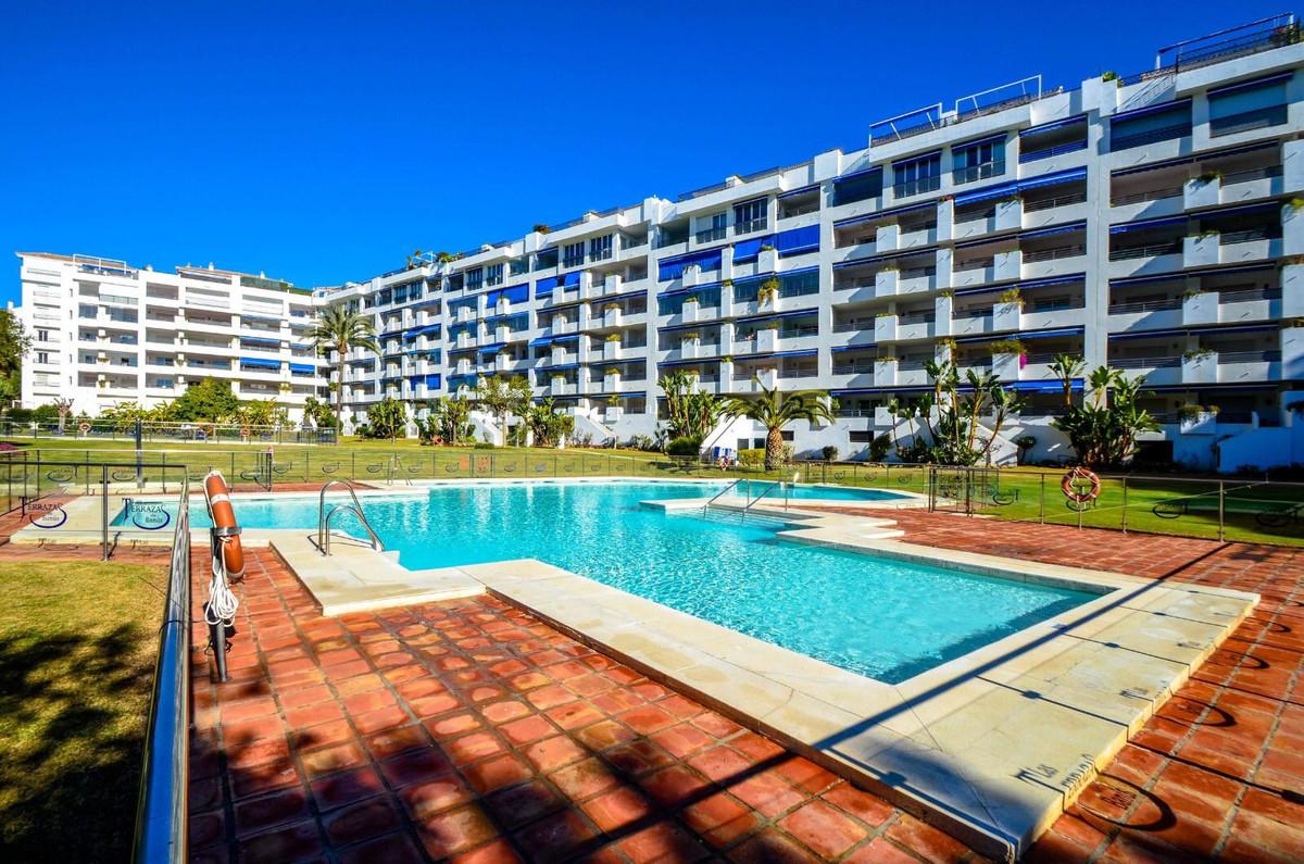 Marbella Banus Apartamento Planta Media en Venta en Puerto Banús – R3456520
