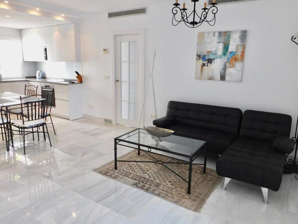 Apartamento Planta Media en Venta en Puerto Banús – R3456520