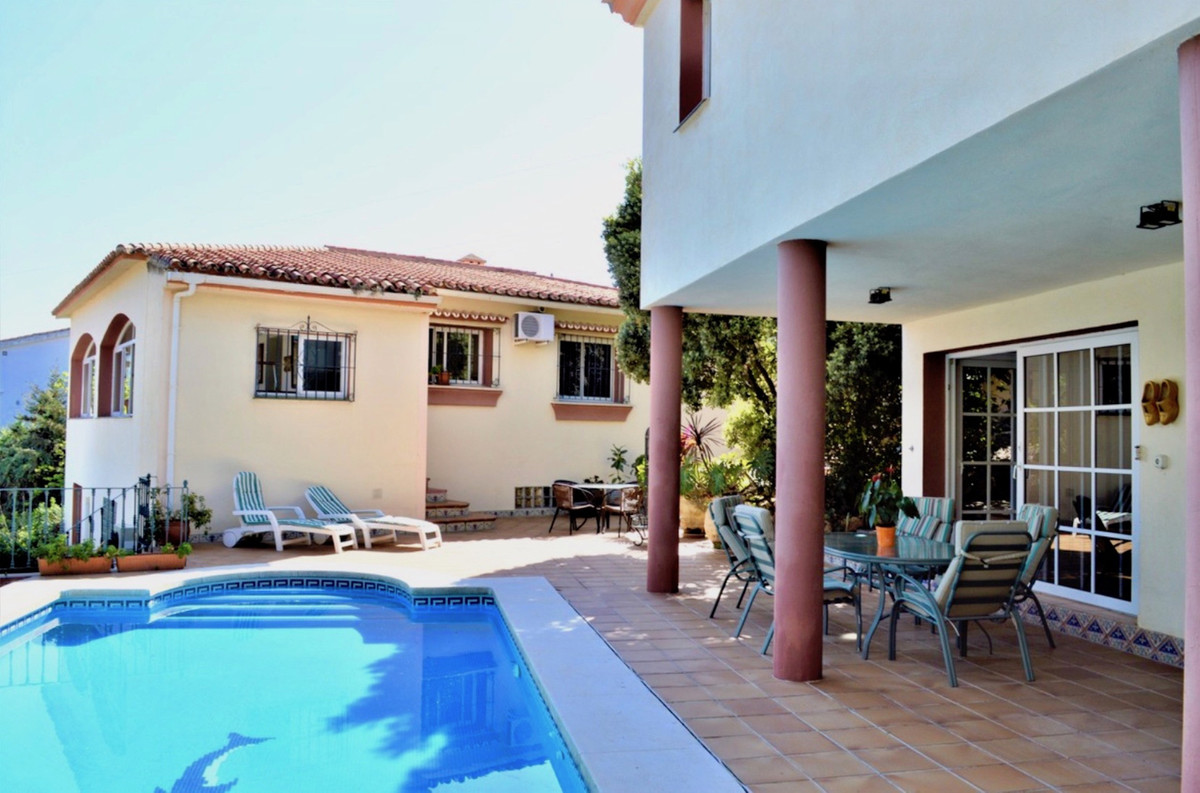 5 bedroom villa for sale nueva andalucia