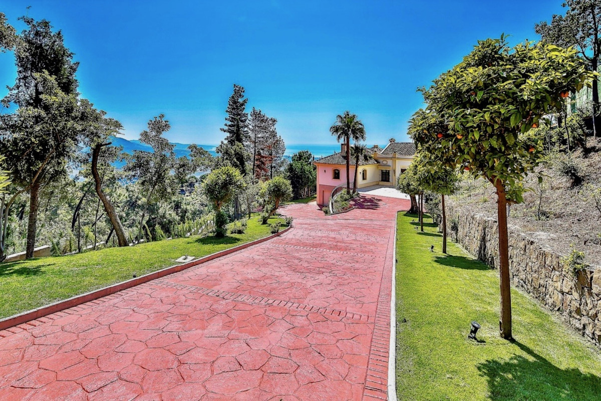 7 Bedroom Villa For Sale - La Zagaleta, Benahavis