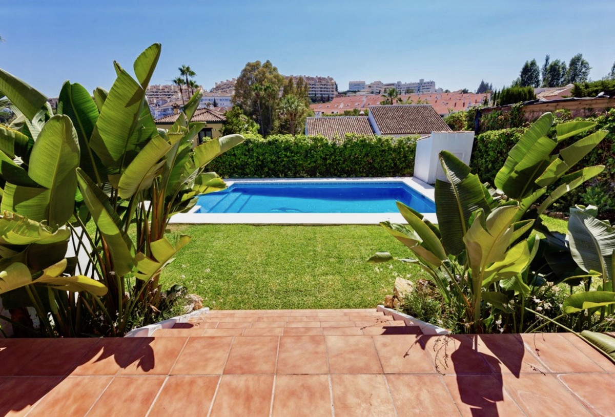 Fantastic villa completely renovated in 2016 located in a residential area of ??Nueva Andalucia, a f,Spain