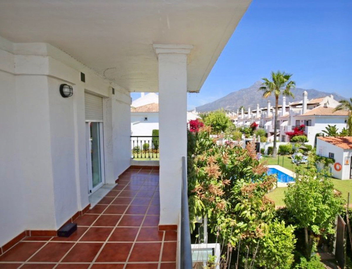Townhouse in Marbella R3447805
