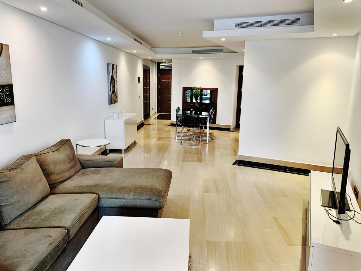 Apartamento Planta Baja en Venta en New Golden Mile – R3517612