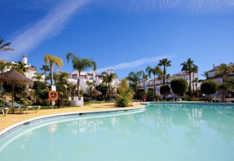 Marbella Banus Adosada en venta en Costalita – R3467317
