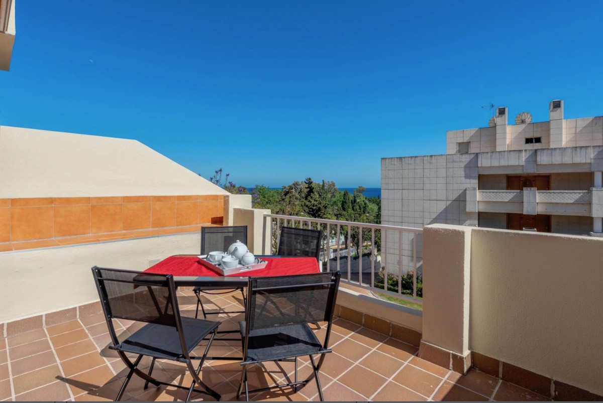 Great penthouse of recent construction, in the Golden Mile, Marbella, first quality construction mat,Spain