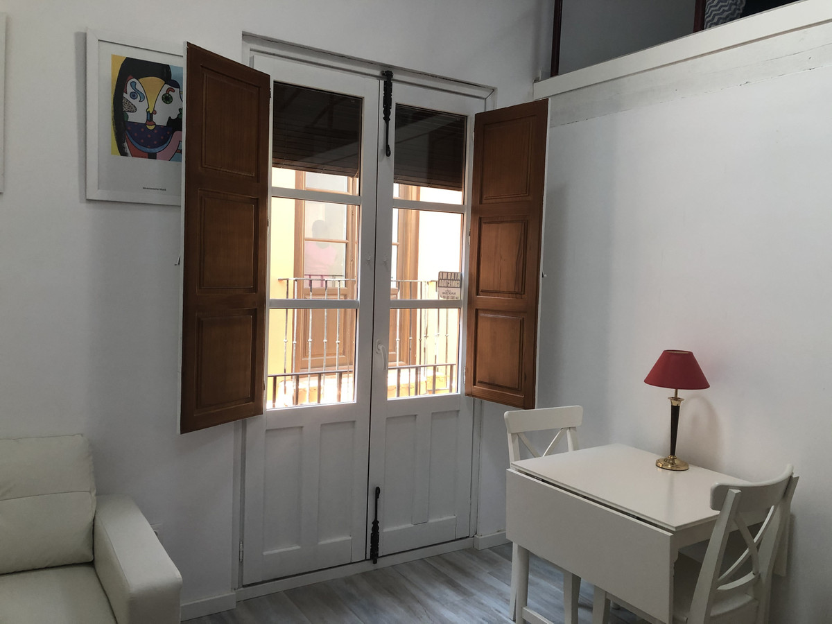 Apartment in the historic center on the 2nd floor with elevator. It is newly renovated in September ,Spain