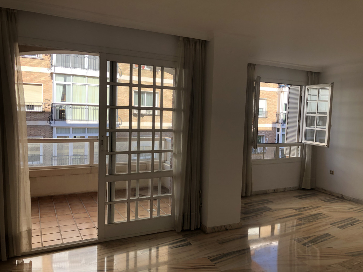A luxury apartment for sale and very bright. It consists of a living-dining room with access to the ,Spain