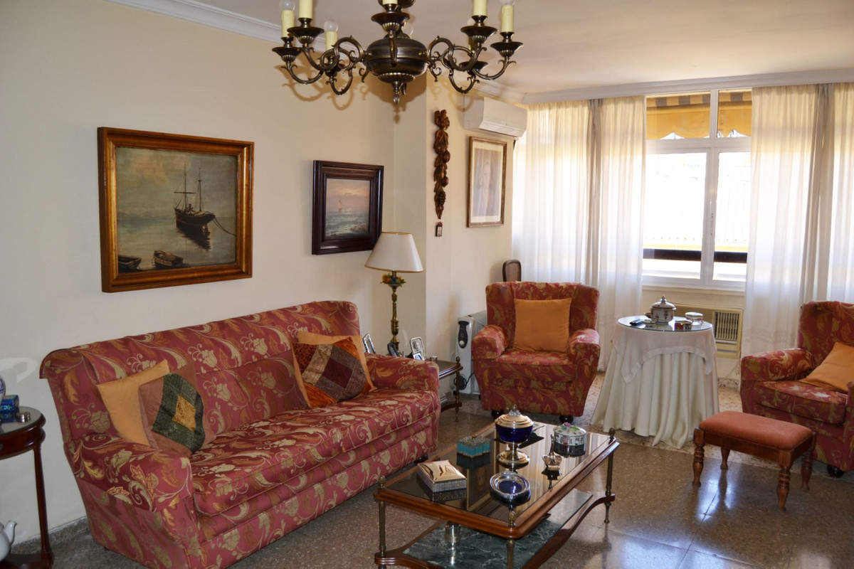 Apartment for sale in Cristo de la Epidemia area. The house is located on the 5th exterior floor whi,Spain