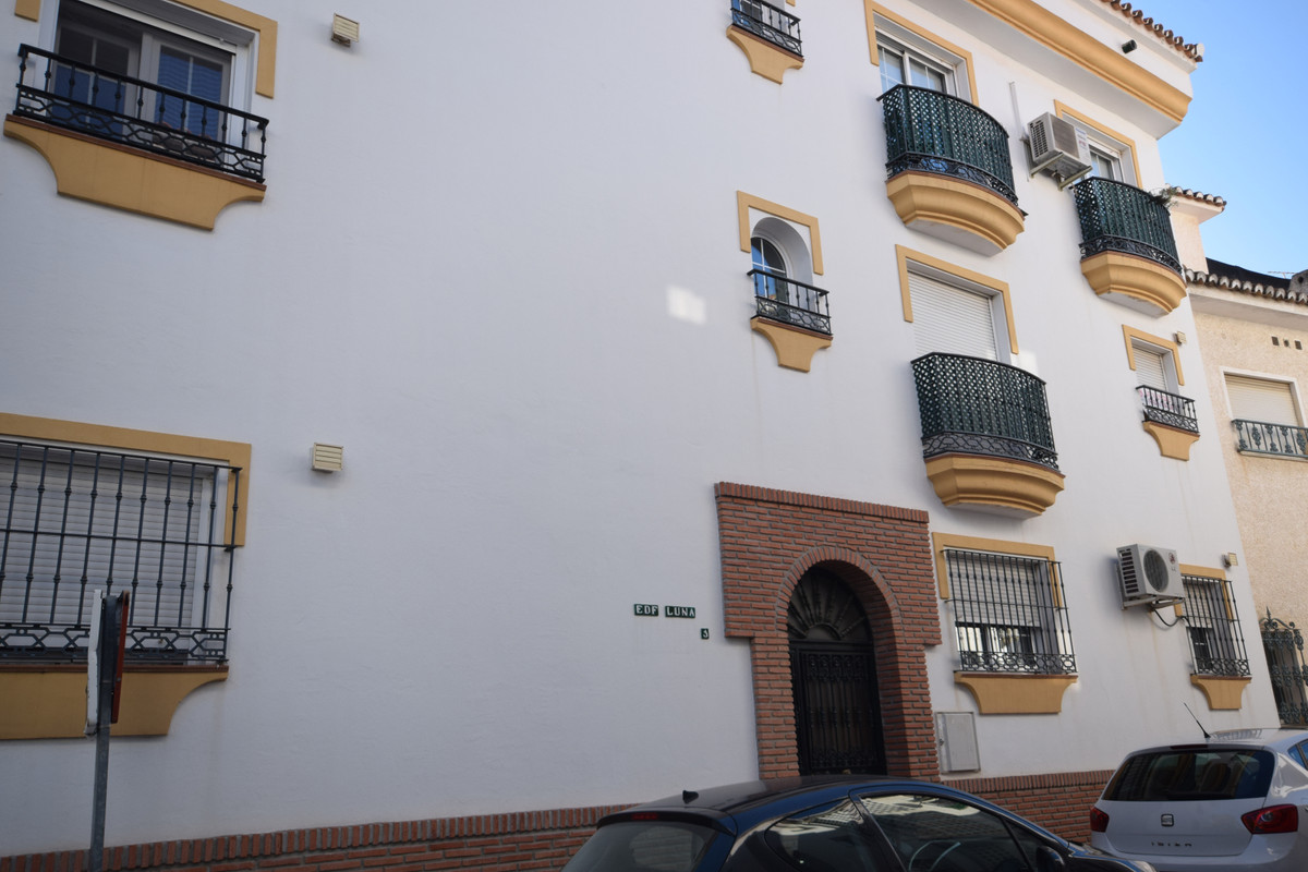 Immaculate property in a ground floor, but with a height of a second floor (check the pictures of th, Spain