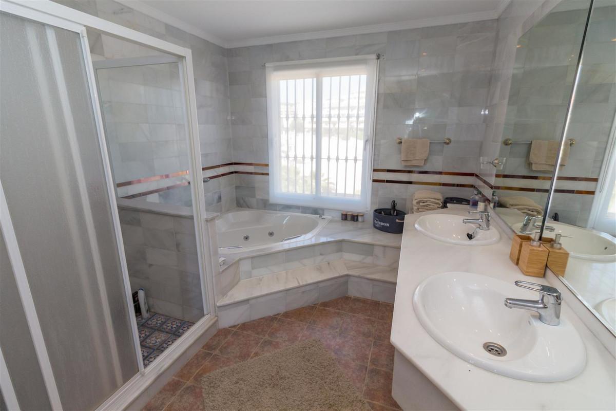 Villa con 5 Dormitorios en Venta Riviera del Sol