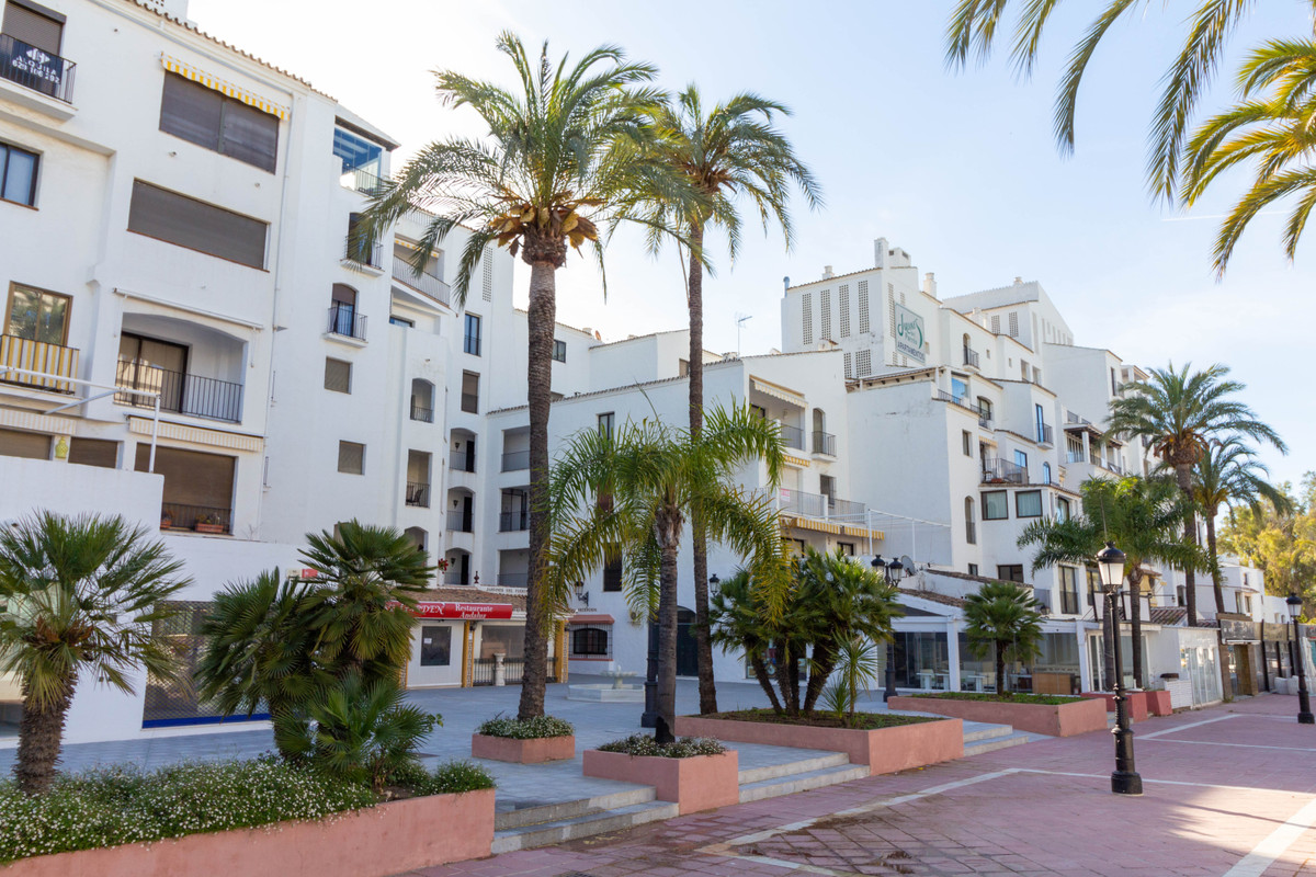 This is a 3 bedroom 2 bathroom high standard apartment located in the heart of Puerto Banus. The com, Spain