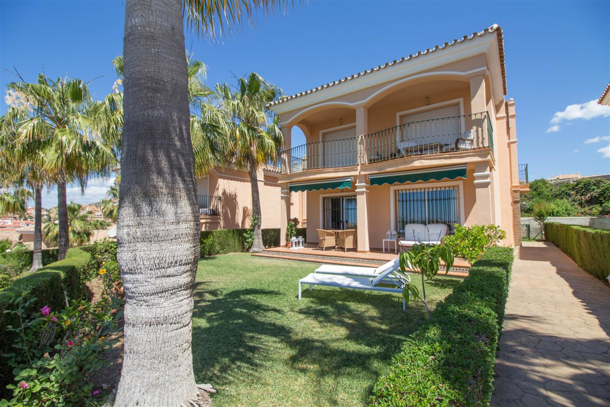 South facing, 3 double bedroom, luxury detached villa with sea views to the Mediterranean, golf, poo, Spain