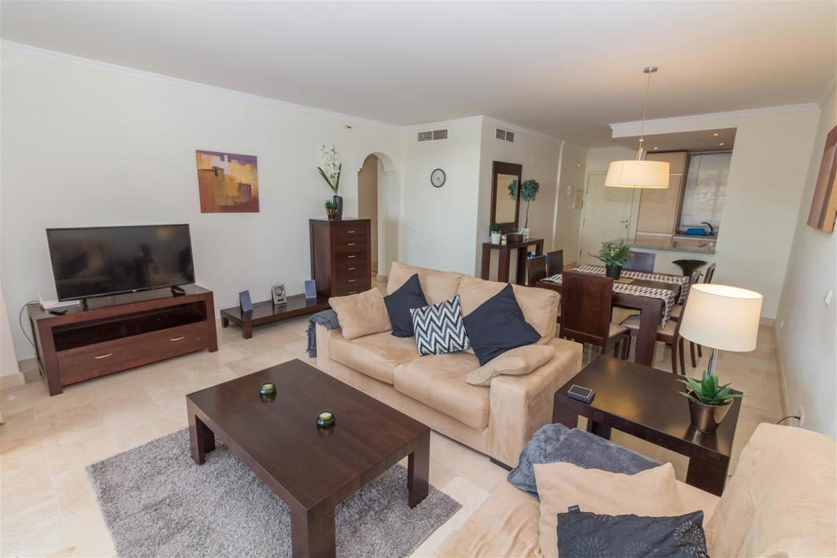 Apartamento Planta Media en Venta en Calahonda – R3391726