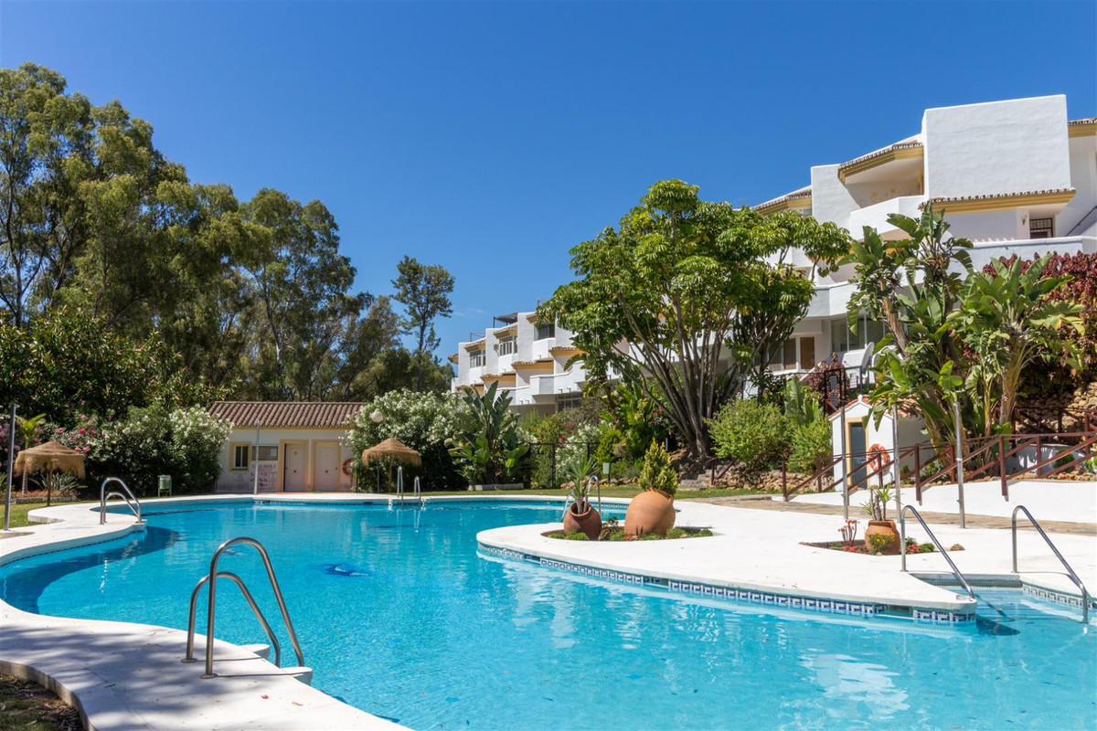 Great location for this 2 bed south west facing top floor apartment with solarium. Situated just a f, Spain