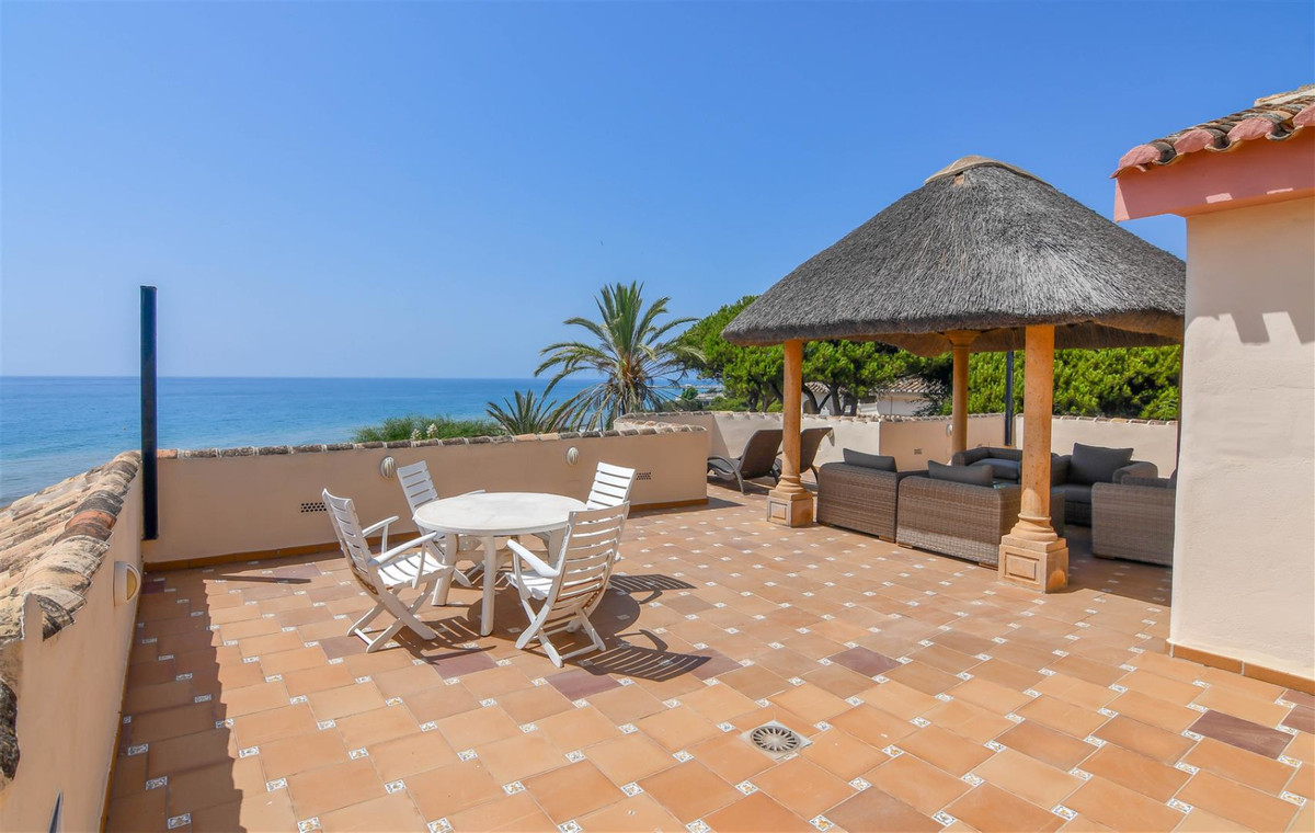 Spacious 5 Bedroom, beachfront Villa with panoramic sea views, easy access to the beach, located in , Spain