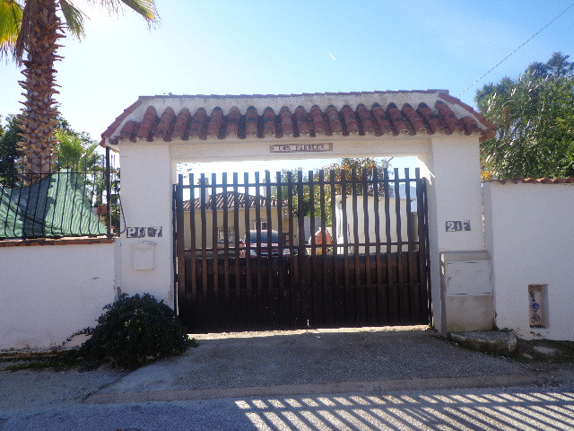 JUST REDUCED BY 50,000 EUROS!!!!!!!,  A very unusual property, a bungalow consisting of 4 bedrooms a,Spain