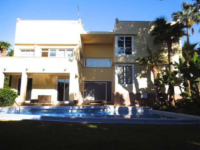 GREAT OFFER, down to 2.175.000€! Fantastic family villa, great location. Very private, spacious, wit, Spain