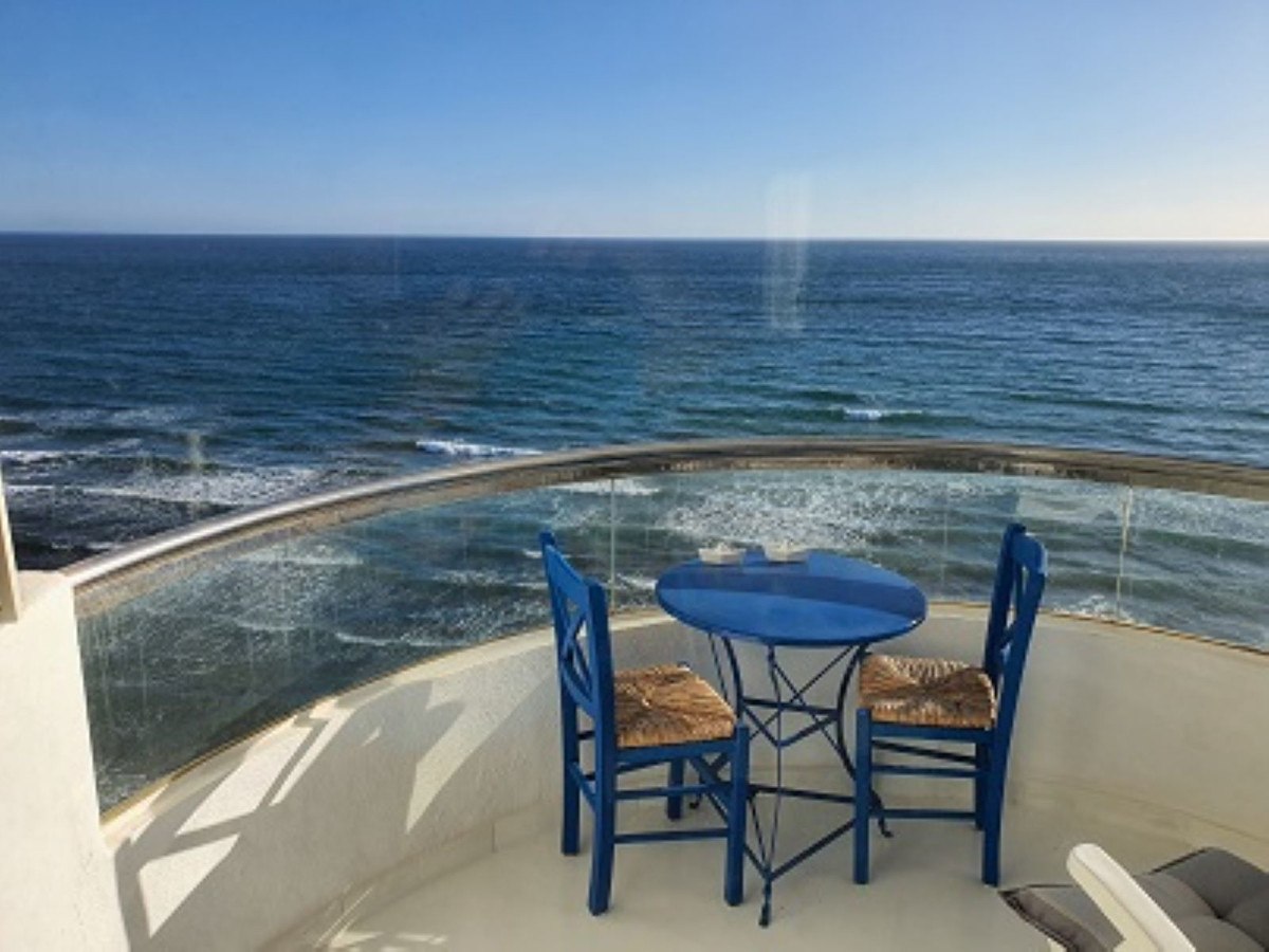 A two bedroom top floor apartment in a front line beach development in Calahonda with unrivalled ope,Spain