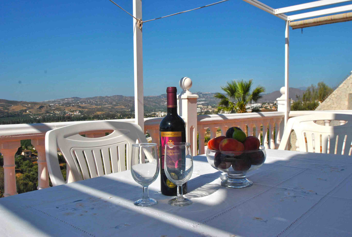 Did someone mention views?  A simply fabulous four bedroom villa in the popular area of La Sierrezue,Spain