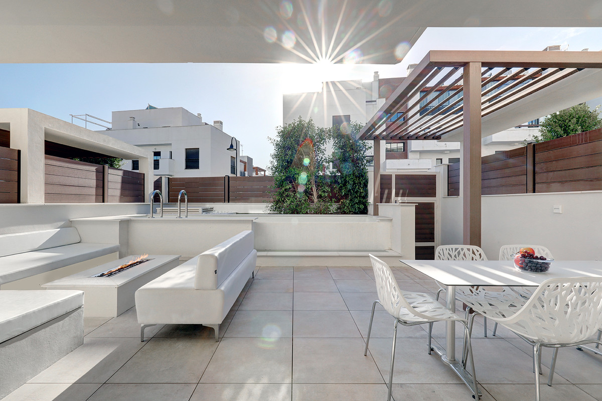 A stunning 4 bedroom property, newly constructed and ready to move in, just 600 meters from the cent,Spain