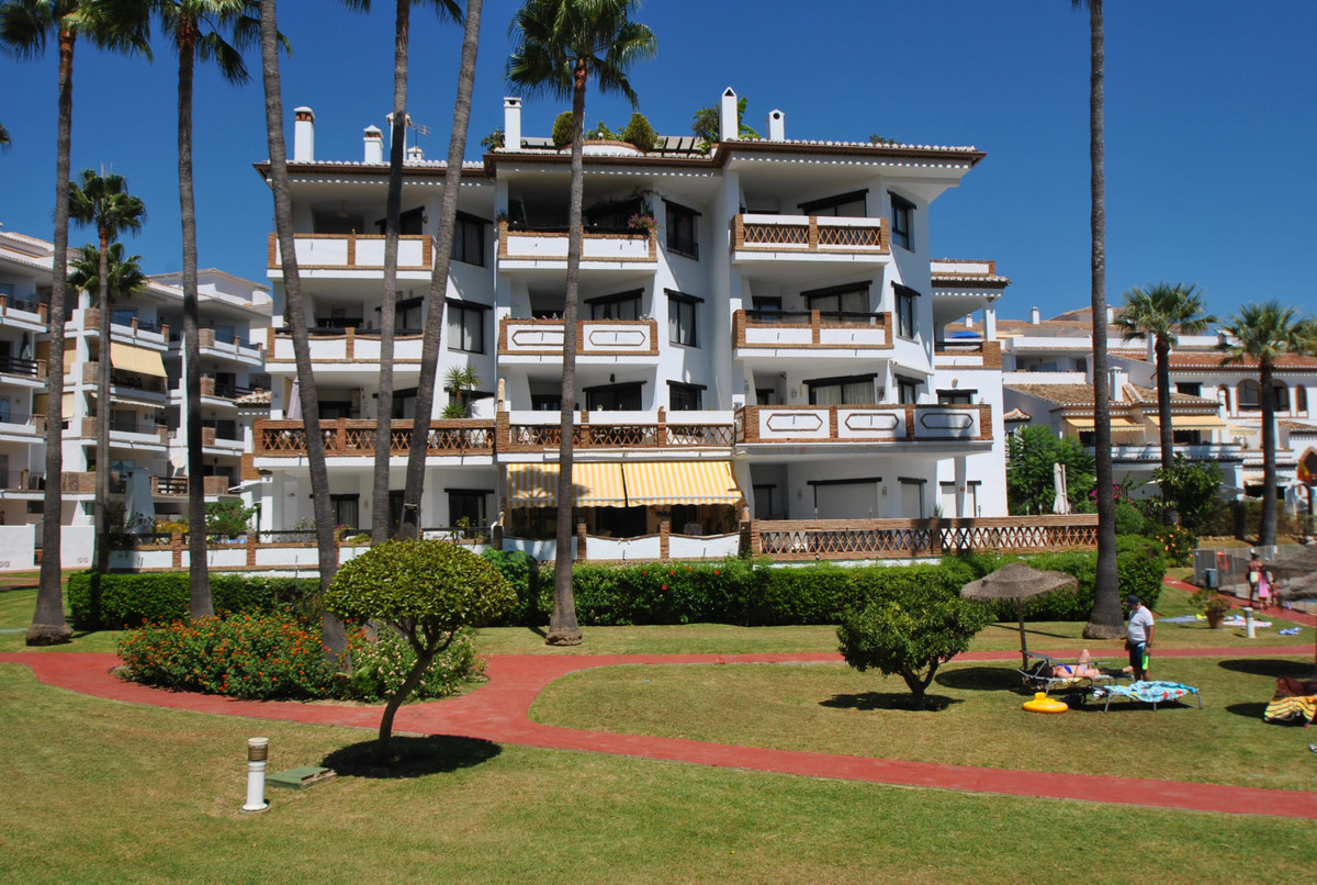 A large two bedroom corner apartment in the popular Calahonda Park development located just a 2 minu,Spain
