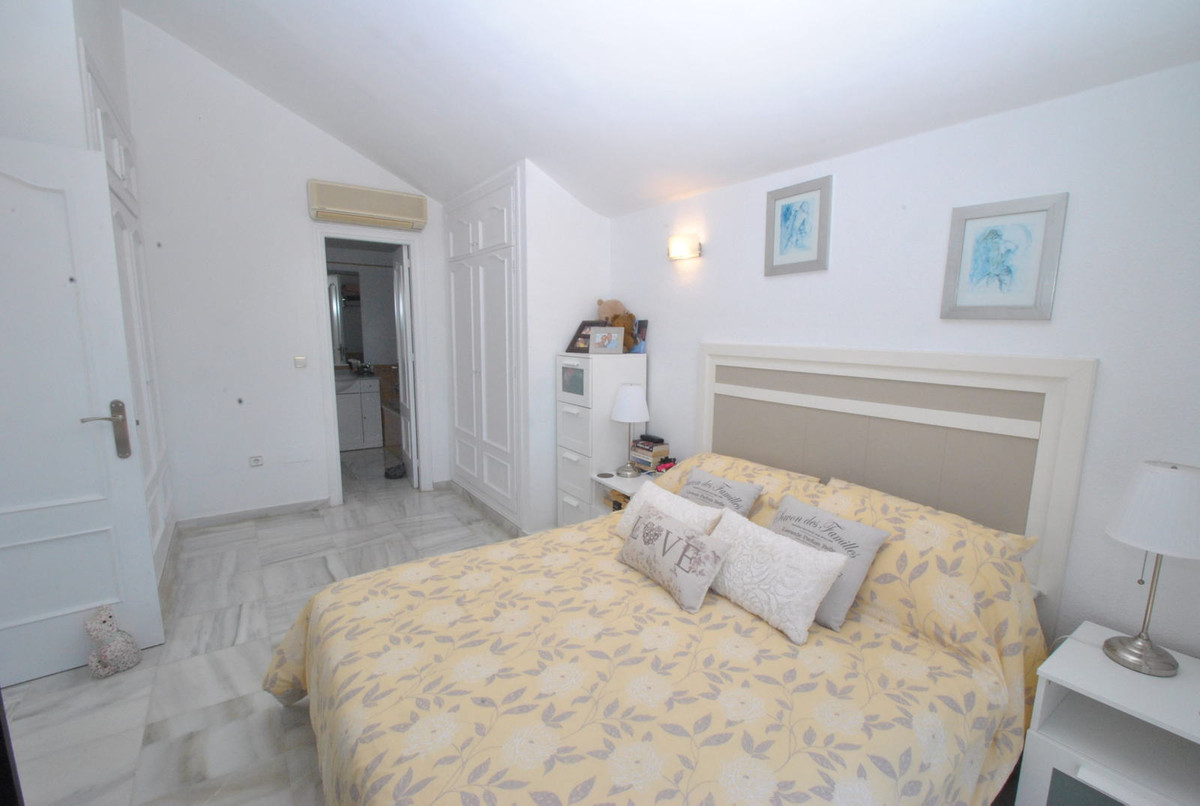 R2906954: Apartment for sale in El Chaparral
