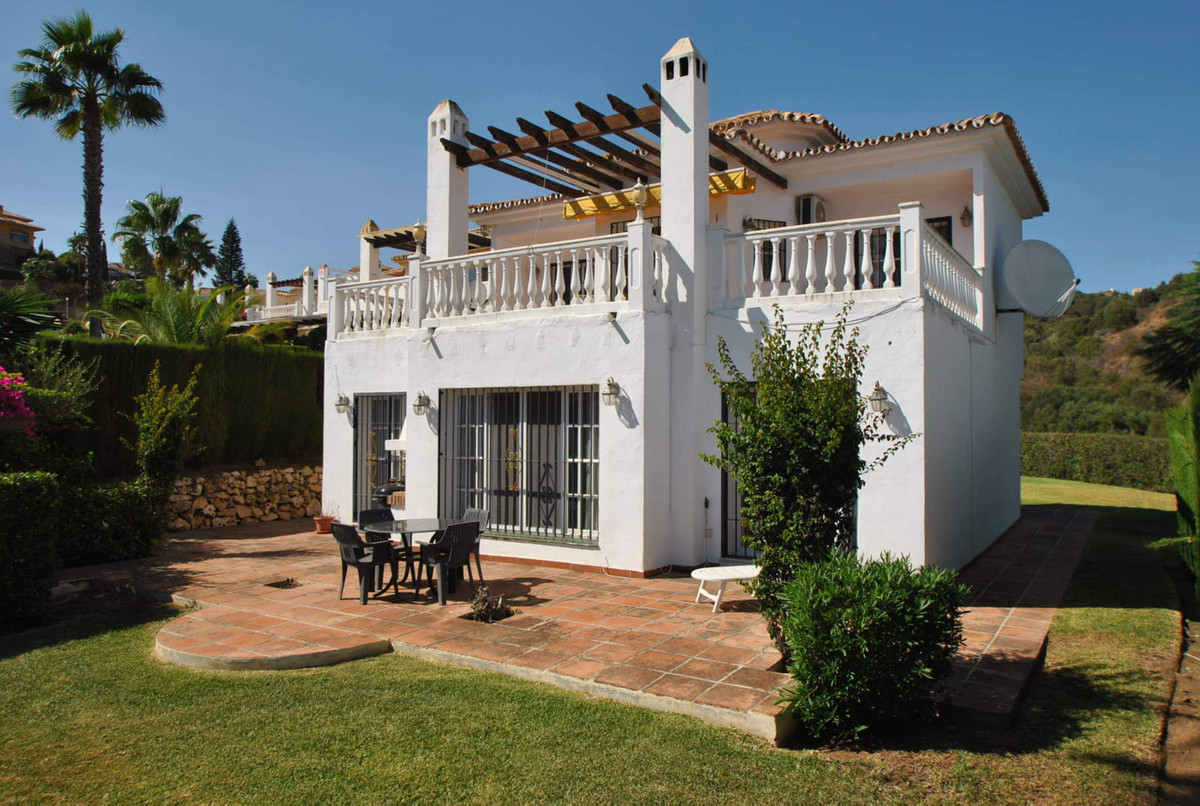 Bargain villa with sea views in lower Calahonda