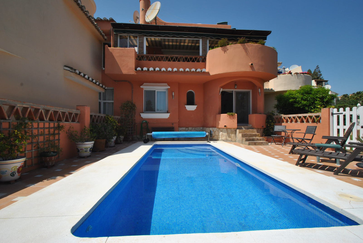 House with private pool in Calahonda
