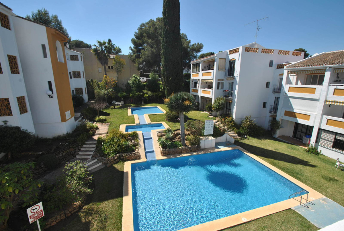 Bargain penthouse for sale in Calahonda