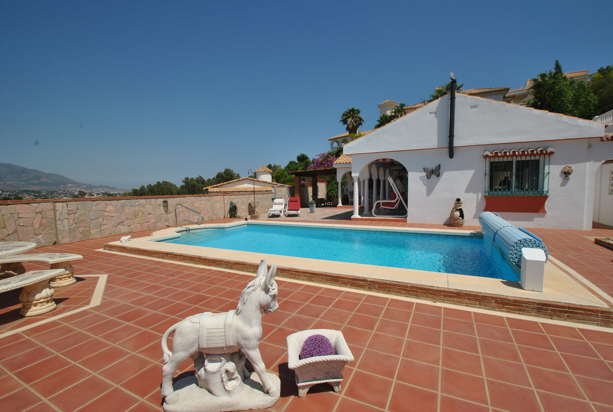 A luxury villa situated in the popular village of Cerros del Aguila, just a few minutes drive from F,Spain
