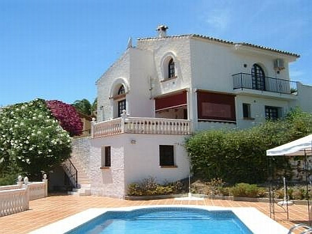 A great opportunity to buy a three bedroom detached villa in the popular village of Cerros del Aguil, Spain