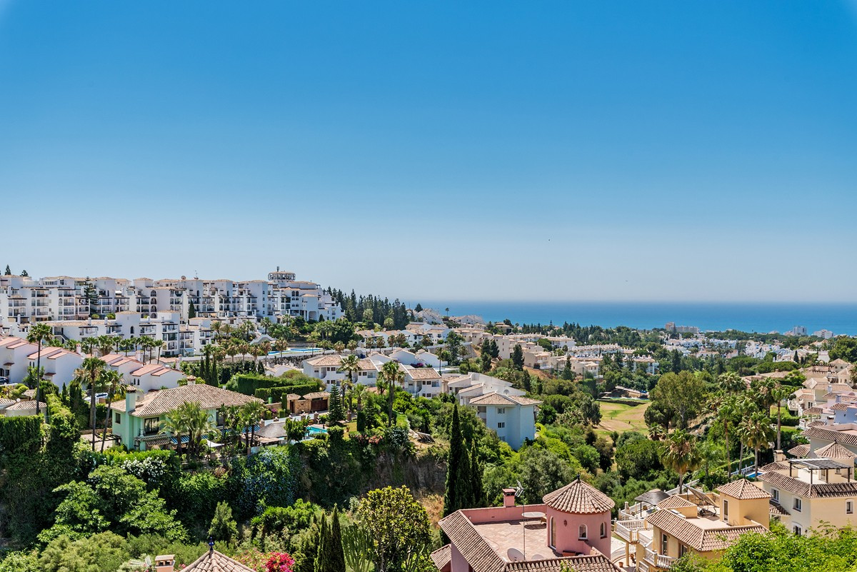 Townhouse For sale In Calahonda - Space Marbella