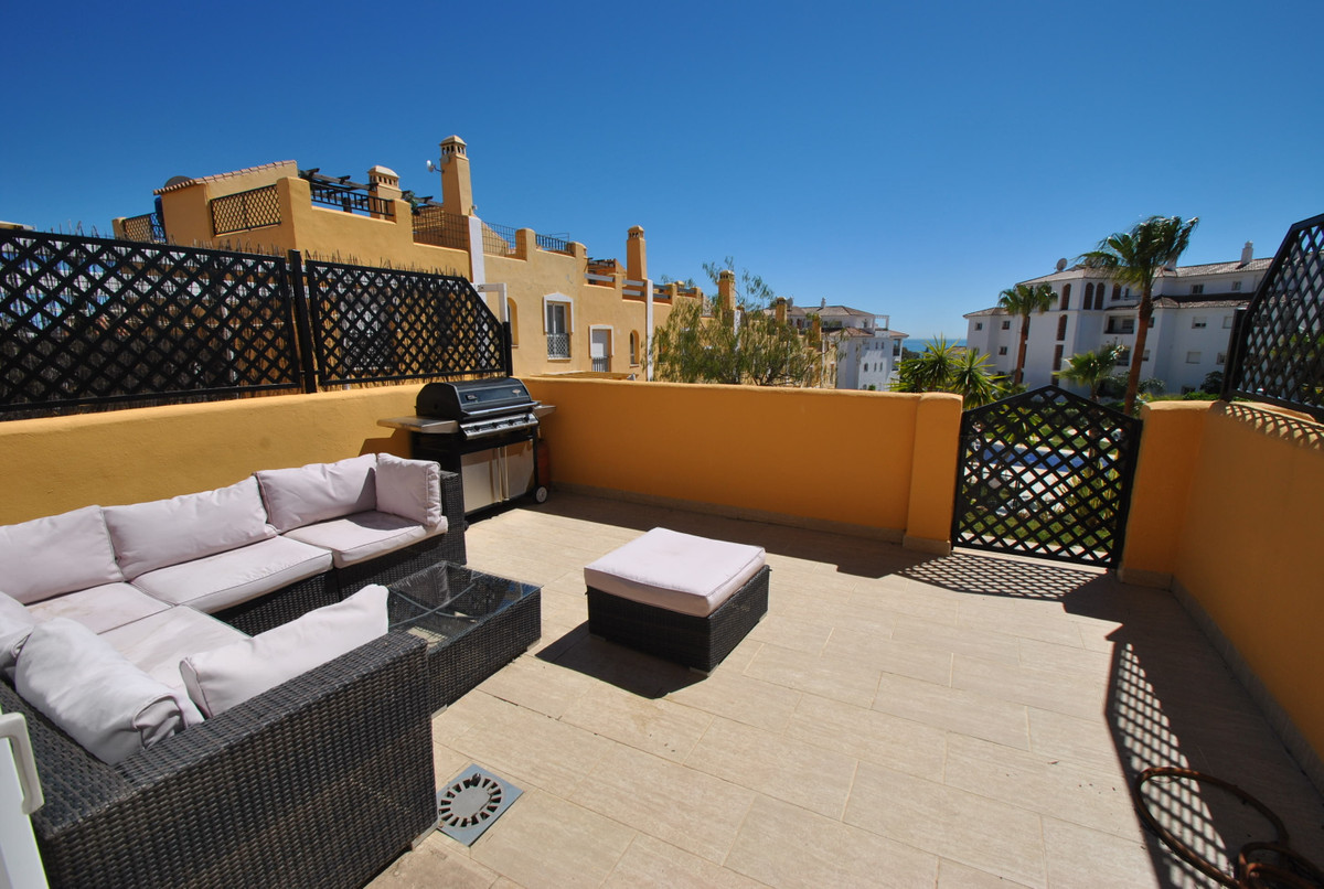 A beautiful four bedroom townhouse with panoramic views in a great location.  This amazing townhouse Spain
