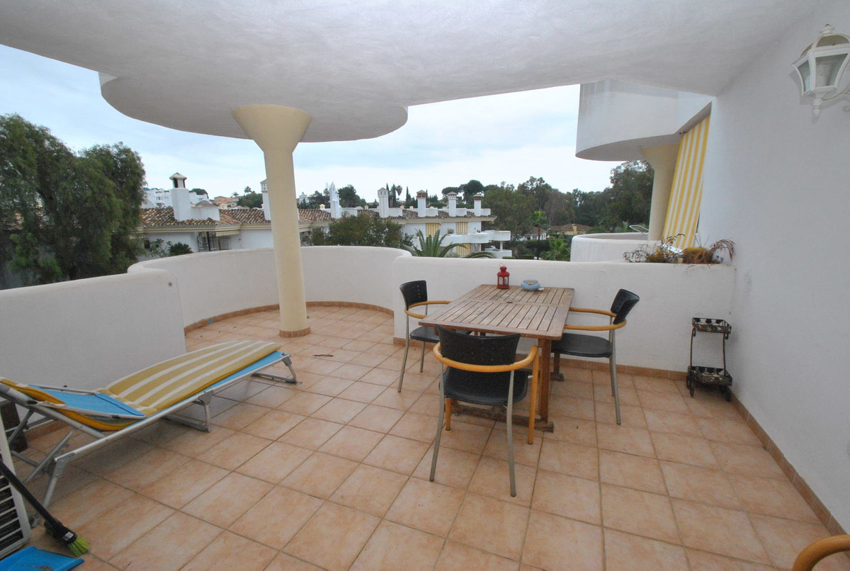 2 bed apartment for sale in lower Calahonda