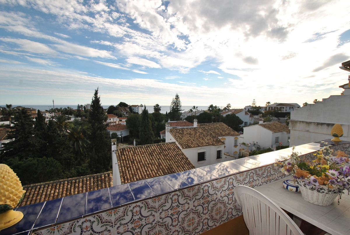 Bargain penthouse in lower Riviera for sale