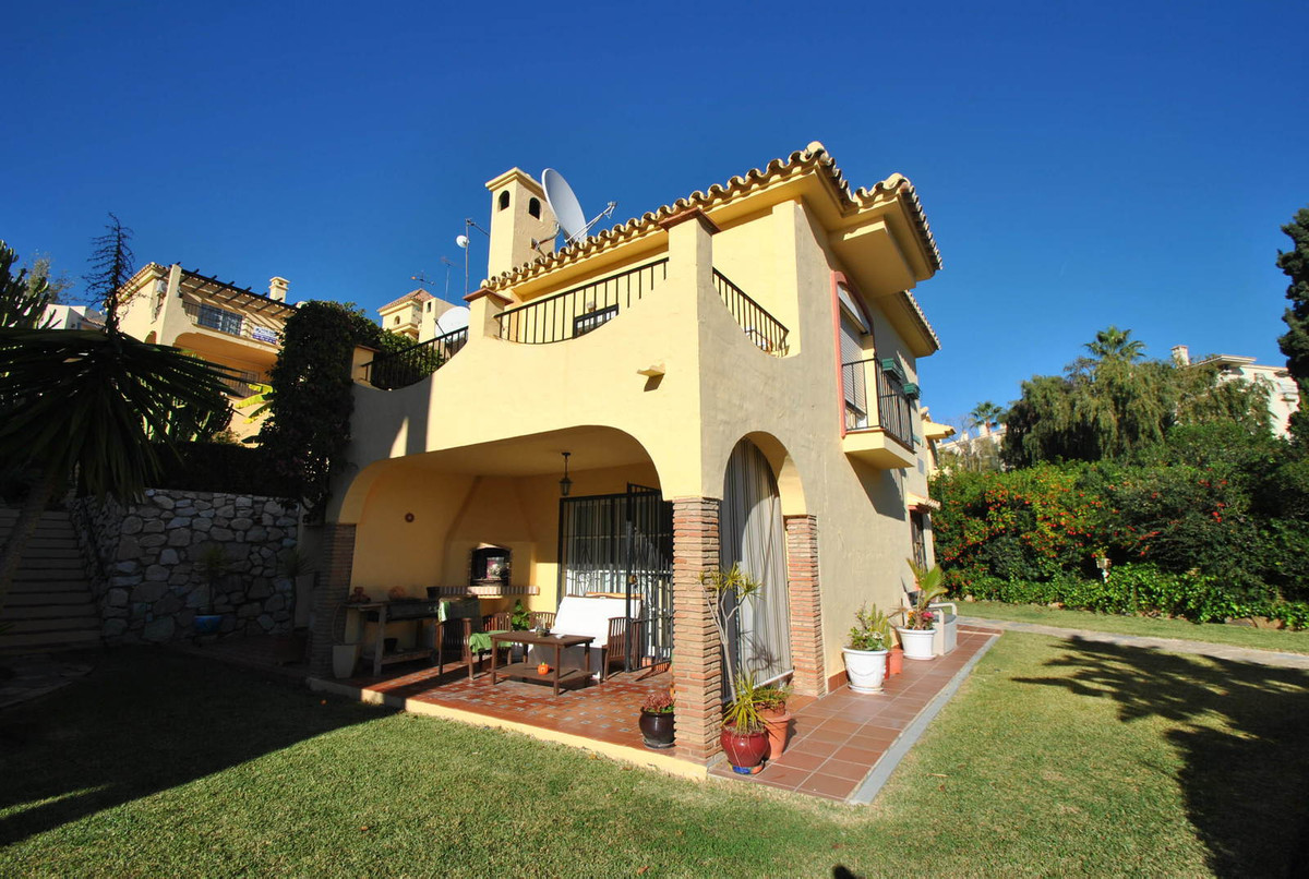 Semi detached house for sale in lower Riviera del Sol