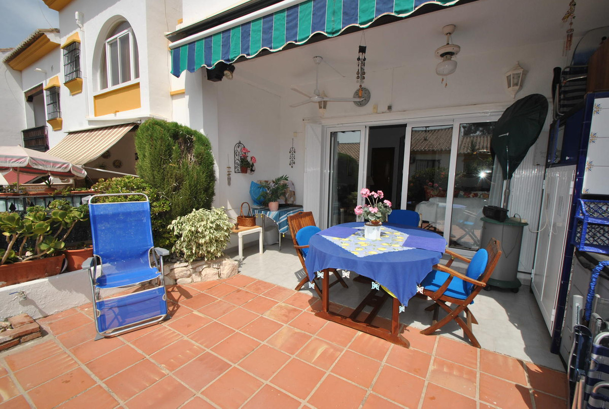 A terrific three bedroom semi-detached townhouse located in a popular and quiet development in Mijas,Spain