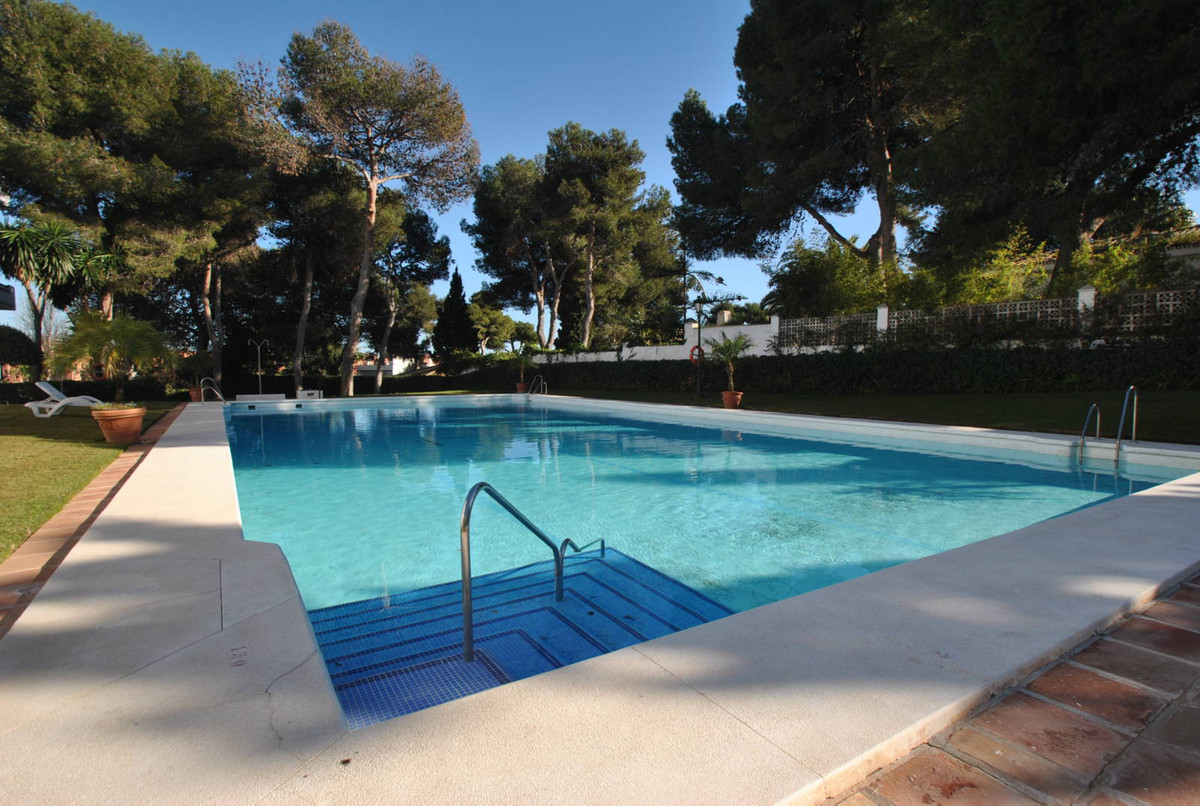 A great opportunity to purchase a large three bedroom penthouse apartment, beachside in the popular ,Spain