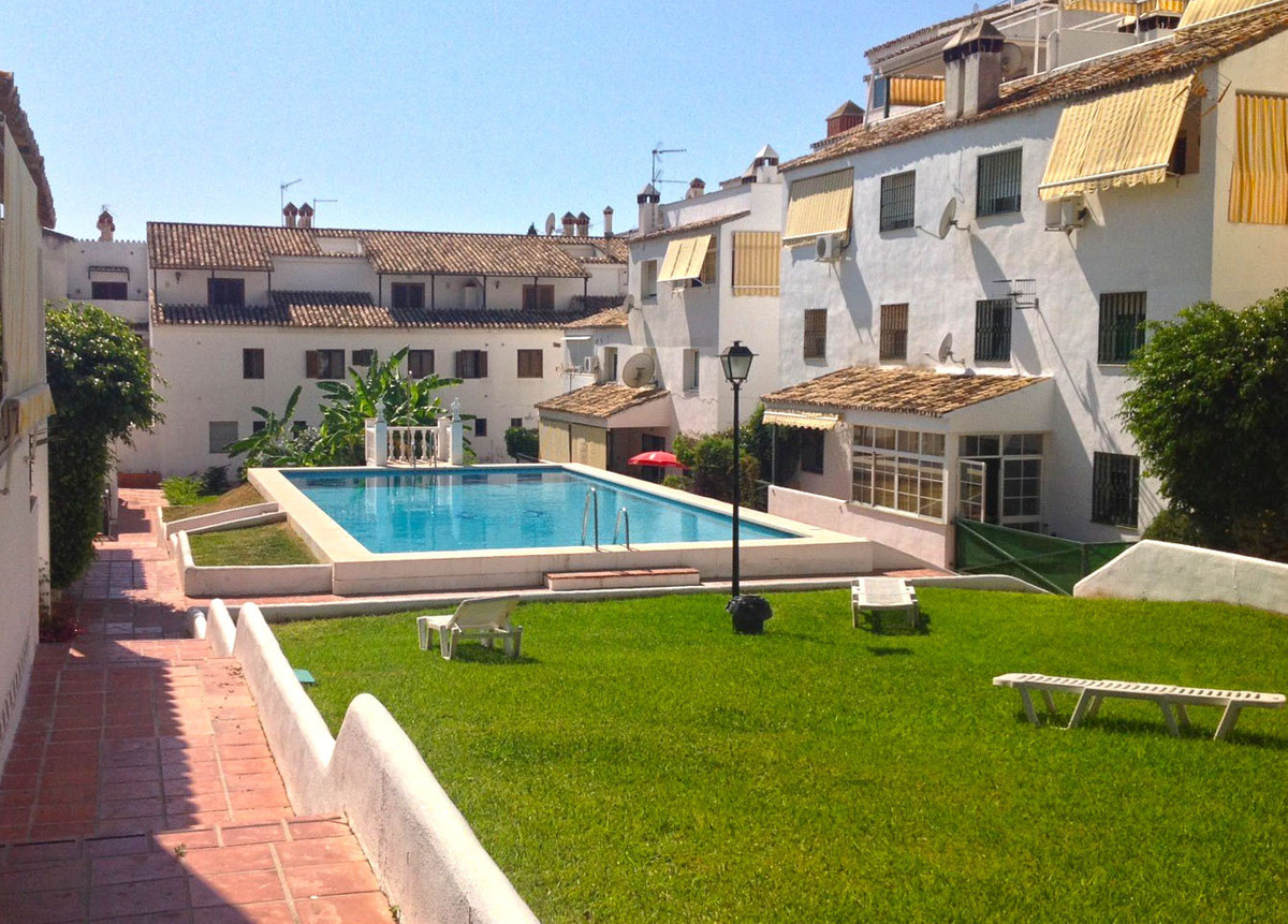 A spacious luxury two bedroom two bathroom ground floor apartment located in a sought after developm, Spain