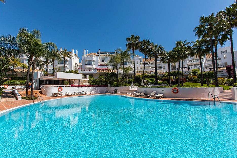 Marbella Banus Apartamento en Venta en Elviria – R3583570