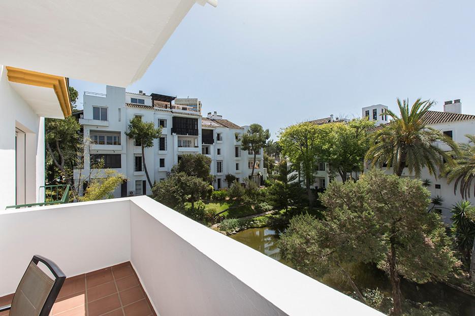 Apartamento Planta Media en Venta en Elviria – R3070381