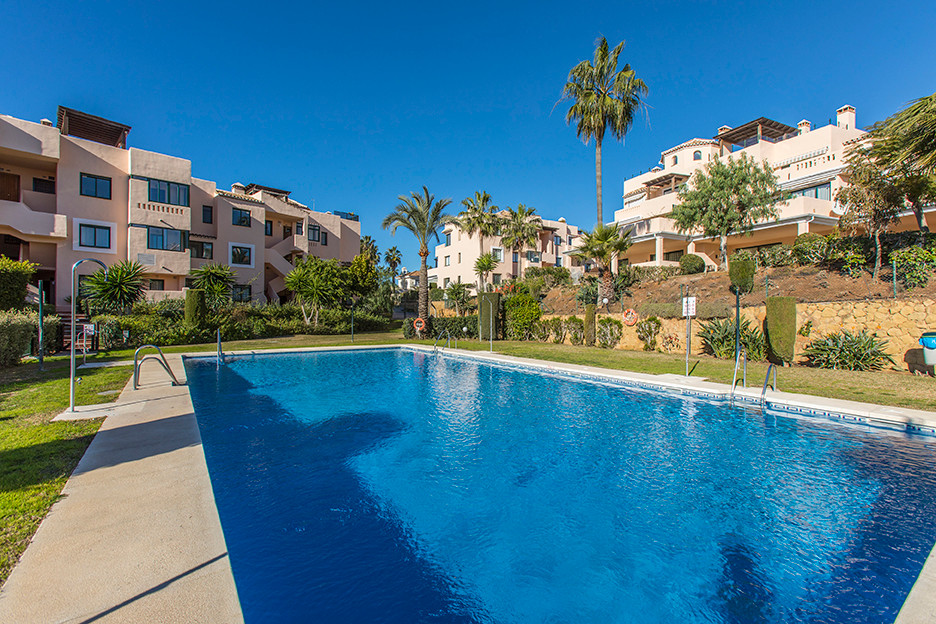 Wonderful and very sunny apartment on a first floor with lovely sea views in Elviria in the complex , Spain