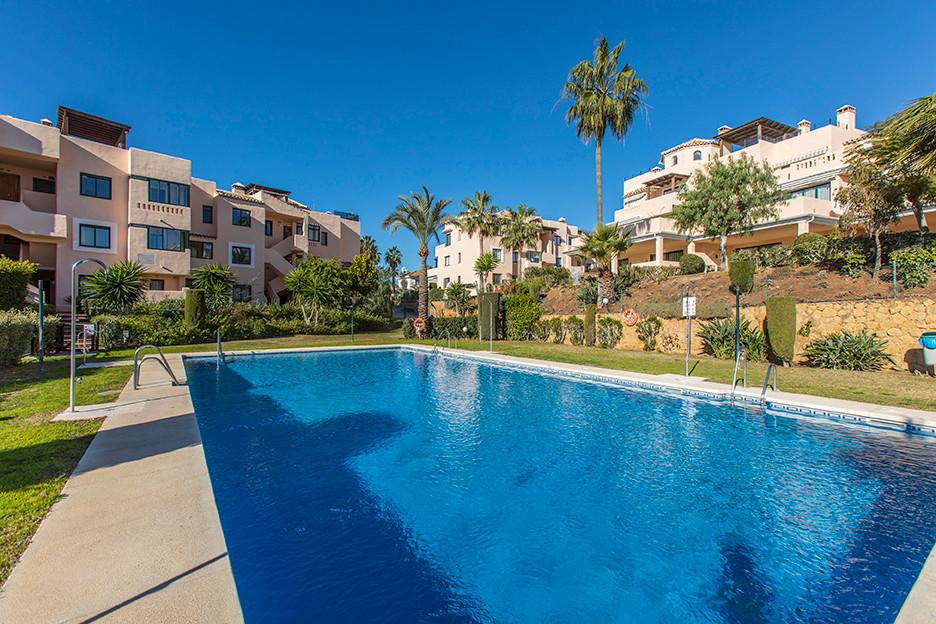 Marbella Banus Apartamento Planta Media en Venta en Elviria – R3336796