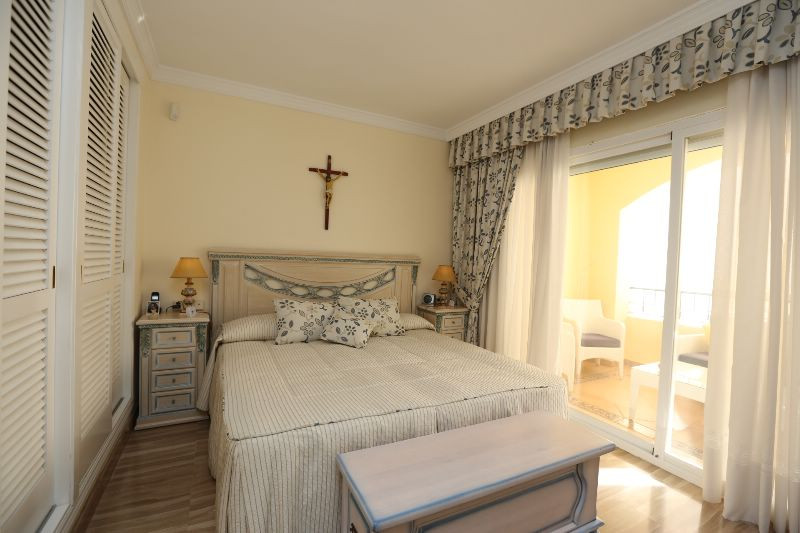 Apartment Middle Floor in Elviria, Costa del Sol