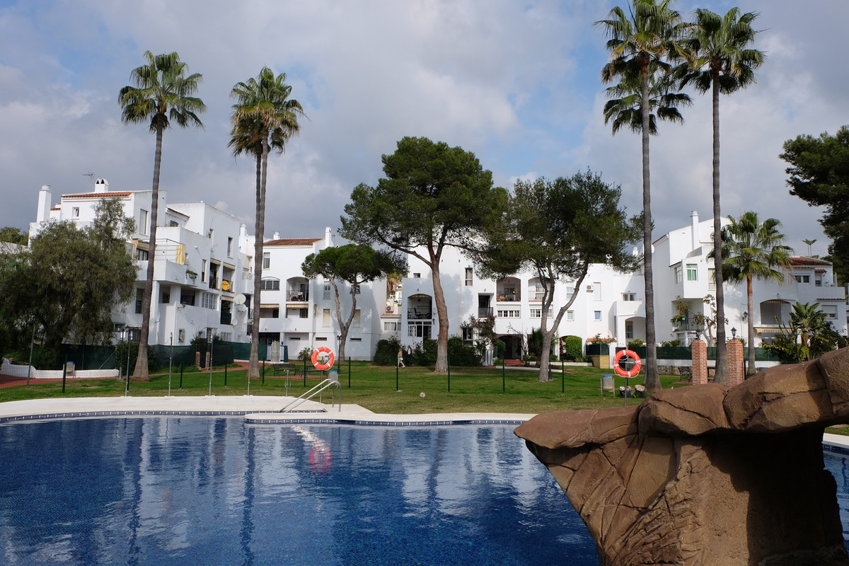 Ground floor apartment in Parque Elviria, East Marbella, with three bedrooms and two bathrooms, livi, Spain