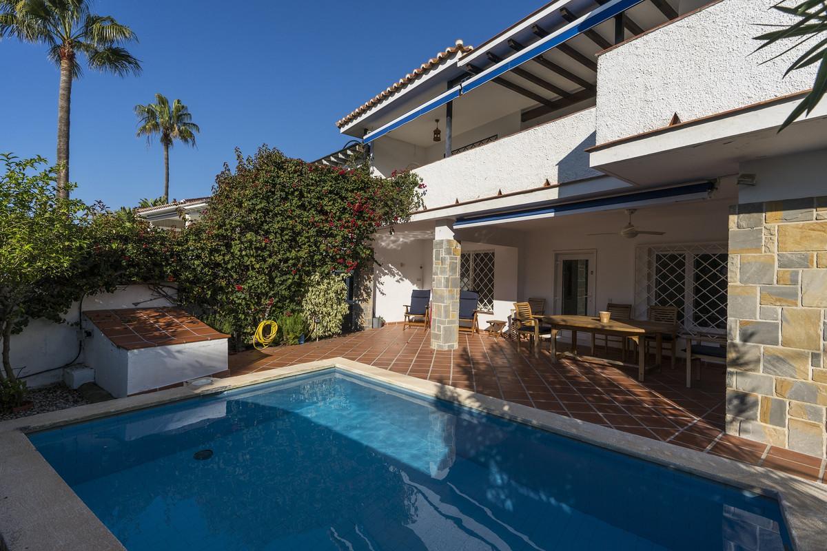 Marbella Banus Villa en Venta en Marbesa – R3585694